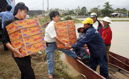Tội cố ý làm trái quy định về phân phối tiền - hàng cứu trợ