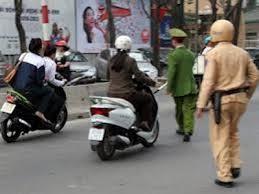 Ngoài cảnh sát giao thông ai được dừng xe theo quy định?