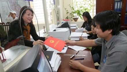 Nộp hồ sơ và trả kết quả thực hiện thủ tục hành chính về đất đai