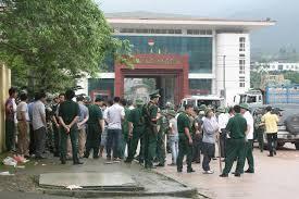 Tội xuất cảnh, nhập cảnh trái phép; tội ở lại Việt Nam trái phép