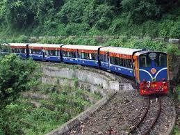 Tội điều động hoặc giao cho người không đủ điều kiện điều khiển các phương tiện giao thông đường sắt