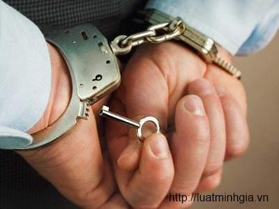 Tội ép buộc nhân viên tư pháp làm trái pháp luật