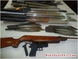Tội vi phạm quy định về quản lý vũ khí - vật liệu nổ - công cụ hỗ trợ