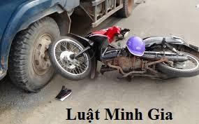 Trách nhiệm pháp lý khi vô ý gây tai nạn giao thông và kiện đòi bồi thường thiệt hại như thế nào ?