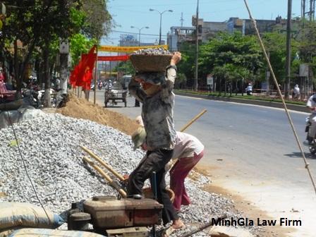 Chế độ cho người lao động nữ mang thai làm việc nặng nhọc