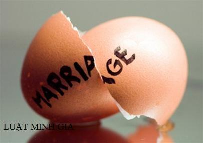 Hỏi về vấn đề pháp lý phát sinh sau khi ly hôn