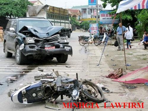 Trách nhiệm hình sự khi điều khiển xe không có GPLX mà gây tai nạn