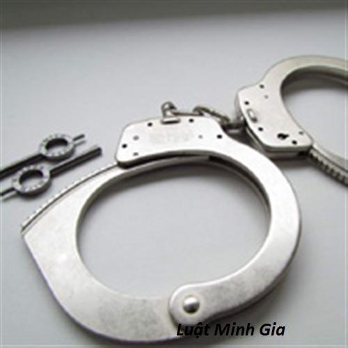 Tư vấn về tố cáo hành vi dùng nhục hình trong thời gian thi hành án phạt tù.