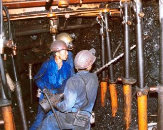 Các chế độ được hưởng khi làm việc trong môi trường nặng nhọc, độc hại