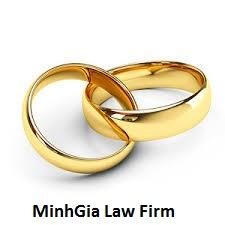 Giấy đăng ký kết hôn có cần hai vợ chồng ký cùng lúc không?