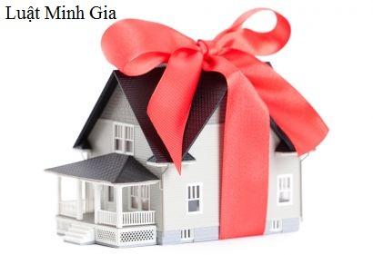 Điều kiện được miễn thuế và lệ phí khi tặng cho bất động sản