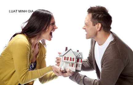 Đăng kí biến động quyền sử dụng đất và xác định quyền nuôi con sau khi ly hôn