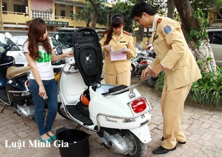 Sang tên xe máy đã qua nhiều đời chủ sang tỉnh khác theo quy định của pháp luật