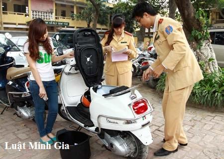 Sang tên chủ sở hữu xe máy khác tỉnh có phải rút hồ sơ gốc ?