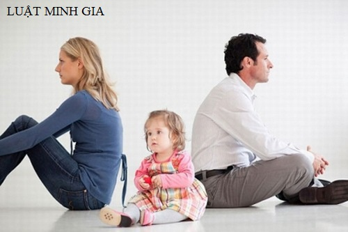 Hỏi về thủ tục ly hôn và quyền trực tiếp nuôi con sau khi ly hôn