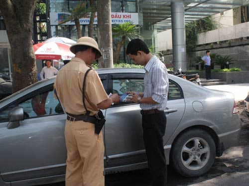Trách nhiệm của người vi phạm khi nộp phạt vi phạm hành chính muộn