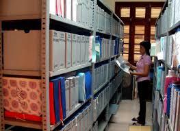 Văn thư làm việc theo hợp đồng thử việc tại trường học có được hưởng phụ cấp không?