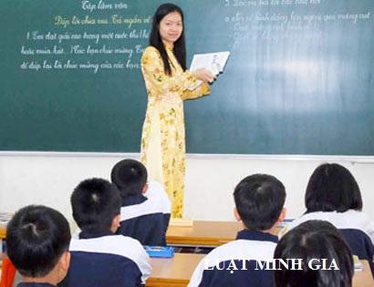 Giáo viên hợp đồng có được hưởng tiền lương tăng thêm theo NĐ 17/2015