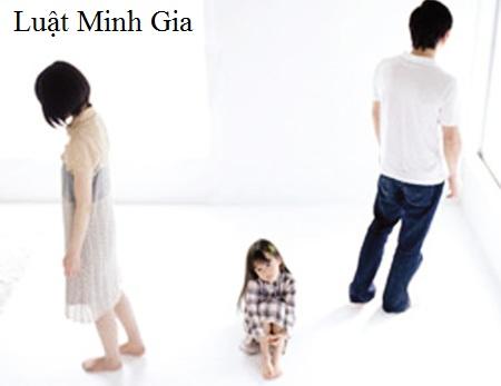Tư vấn về ly hôn và giành quyền nuôi con khi vợ đang ở nước ngoài