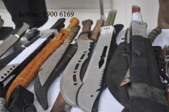 Hỏi tư vấn về tàng trữ và sử dụng vũ khí, công cụ hỗ trợ