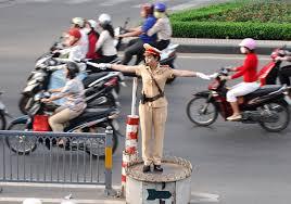 Cảnh sát giao thông có quyền gì và xử phạt thế nào?