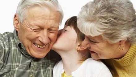 Ông bà nội có quyền đòi nuôi cháu không ?