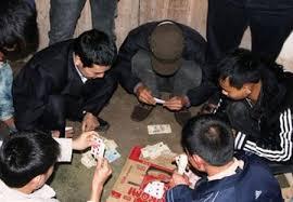 Tiền bị tịch thu khi đánh bạc