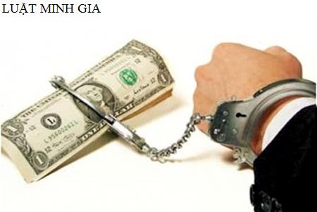 Hỏi tư vấn về hành vi tự ý lấy hàng hóa của công ty để trừ nợ