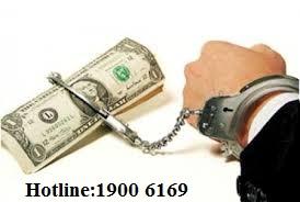 Chấp hành hình phạt tù có thời hạn và phạt tiền.