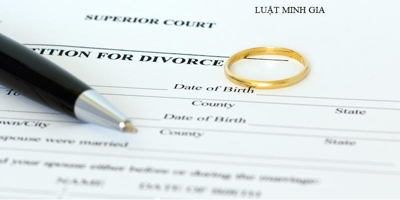 Hỏi tư vấn về xử lý vi phạm với hành vi chung sống với người khác như vợ chồng