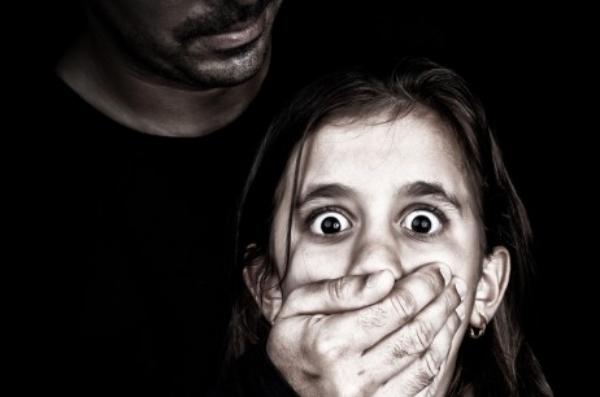 Bồi thường thiệt hại trong tội phạm giao cấu với trẻ em