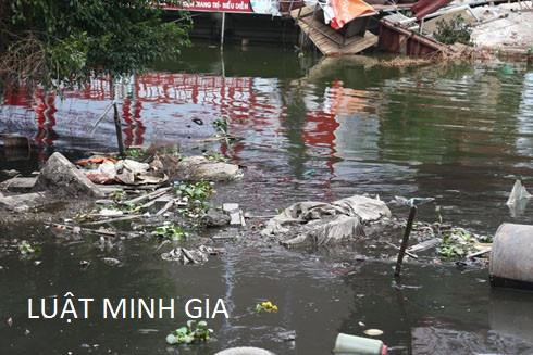 Xây nhà ở trên đất ven sông đang bị sạt lở