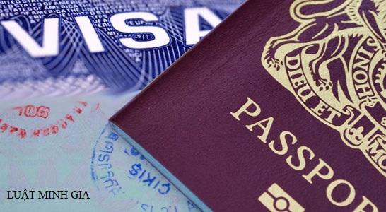 Mang bộ sưu tập tiền giấy và tiền xu qua hải quan sân bay Việt Nam có cần khai báo?