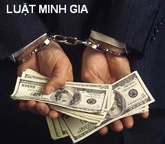 """Giới thiệu cho người khác đưa tiền """"chạy việc"""" phạm tội gì?"""