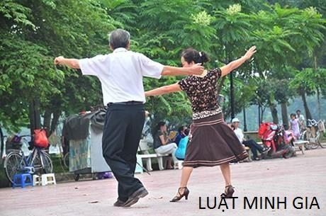 Dạy khiêu vũ nơi công cộng có cần chứng chỉ hành nghề?