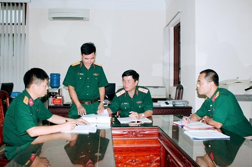 Thăng quân hàm của sĩ quan làm việc tại công ty cổ phần hóa.