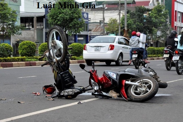 Khi xảy ra tai nạn giao thông thì người điều khiển phương tiện giao thông phải chịu trách nhiệm gì