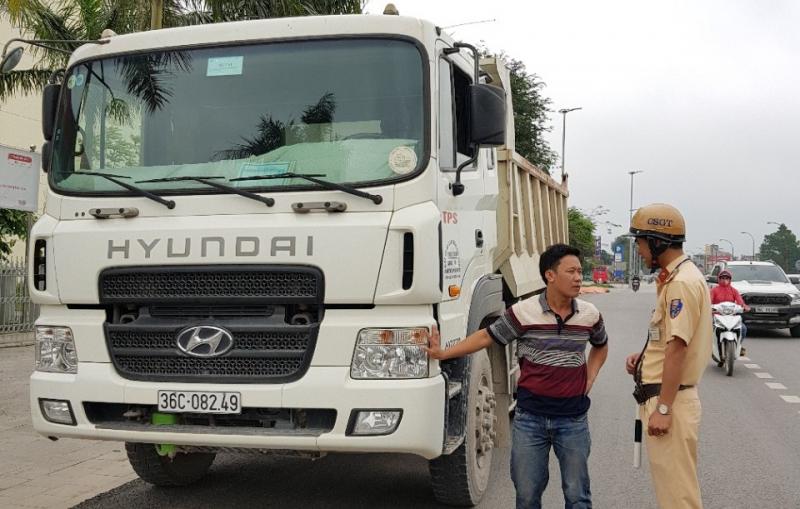 Chủ xe vận tải hàng hóa có bắt buộc phải có giấy vận tải hàng hóa theo mẫu của hợp tác xã không?