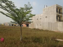 Uỷ ban nhân dân xã bán đất được quy hoạch làm đất ở lâu dài có hợp pháp không?