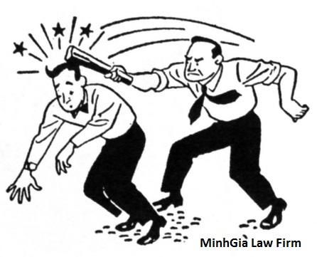 Dùng dao chặt ống nước của người khác có phạm tội không?