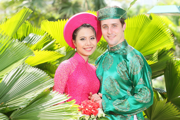 Điều kiện để cho người nước ngoài có vợ/chồng là công dân Việt Nam nhập quốc tịch Việt Nam