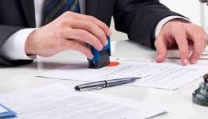 Khi làm hợp đồng công chứng, không biết chữ điểm chỉ tay có hiệu lực pháp luật không?