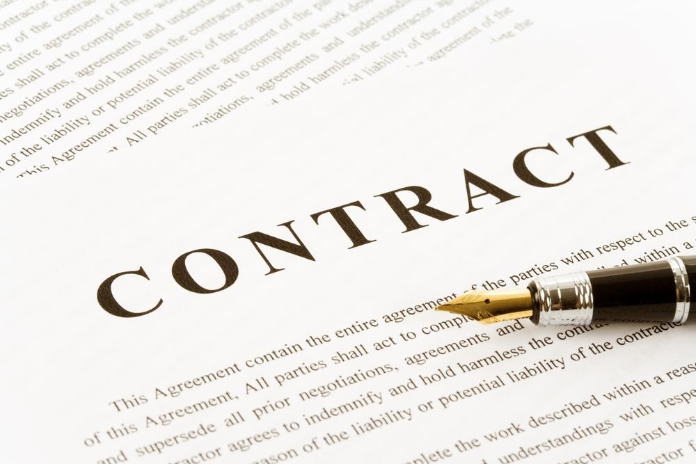 Có được giao kết hợp đồng khoán việc với người lao động?