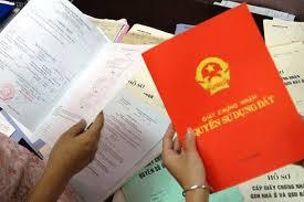 Chồng không có mặt ở Việt Nam thì khi mua đất và đăng ký GCNQSDĐ có cần chữ ký vợ, chồng?