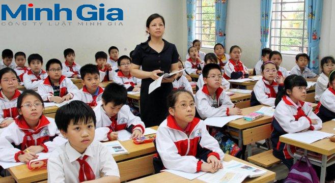 Giáo viên kiêm nhiệm có được giảm định mức tiết dạy không? Cách tính tiền lương khi dạy thêm giờ?