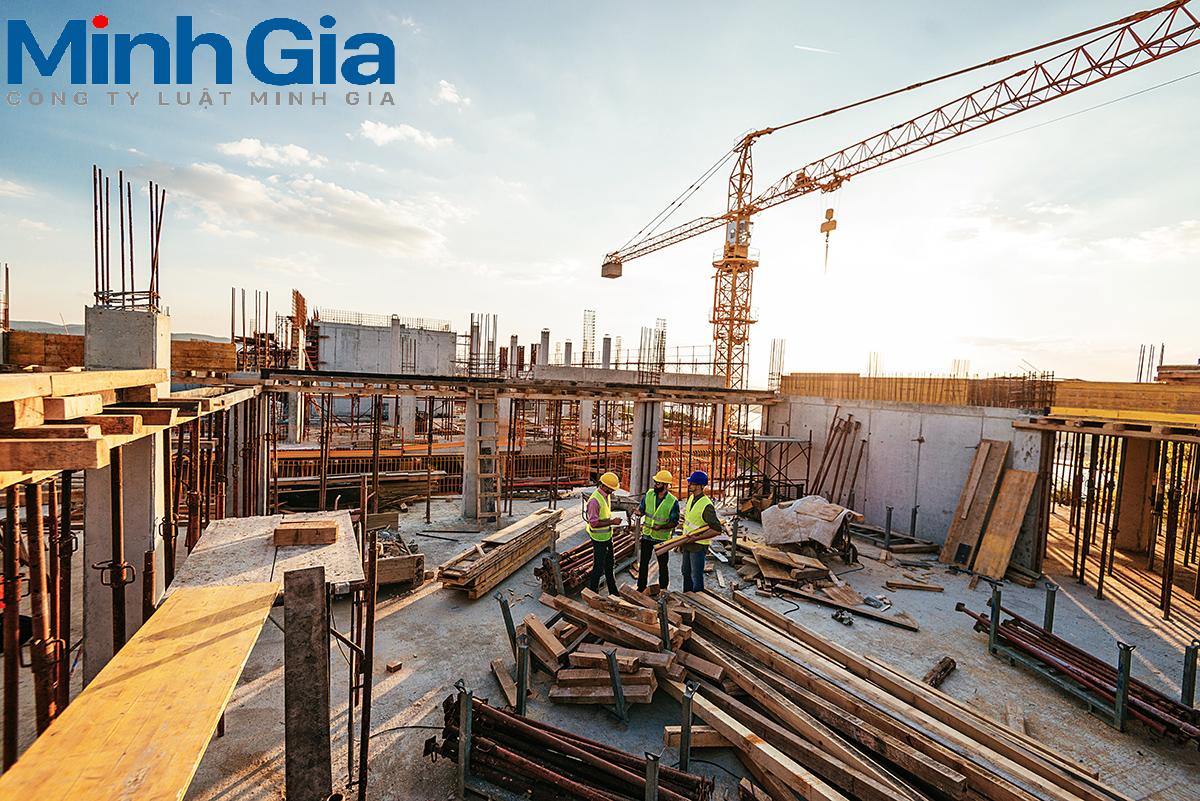Xây dựng trên phần đất chưa được cấp GCNQSDĐ được không? Trường hợp nào được miễn giấy phép xây dựng?