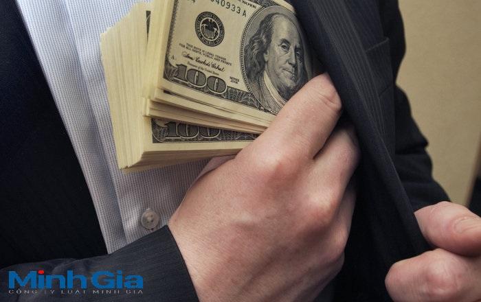 Biển thủ công quỹ, chiếm đoạt tiền của công ty xử lý thế nào?